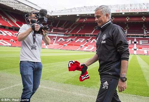 """Họp báo Mourinho - MU: """"Muốn được như Sir Alex"""" - 2"""
