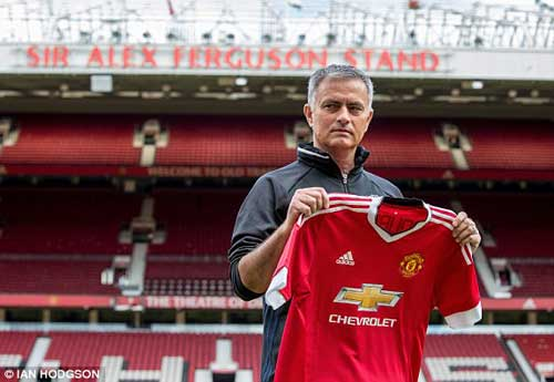"""Họp báo Mourinho - MU: """"Muốn được như Sir Alex"""" - 3"""