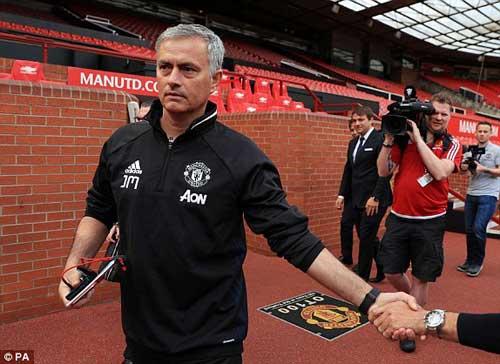 """Họp báo Mourinho - MU: """"Muốn được như Sir Alex"""" - 4"""