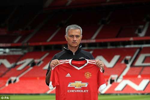 """Họp báo Mourinho - MU: """"Muốn được như Sir Alex"""" - 5"""
