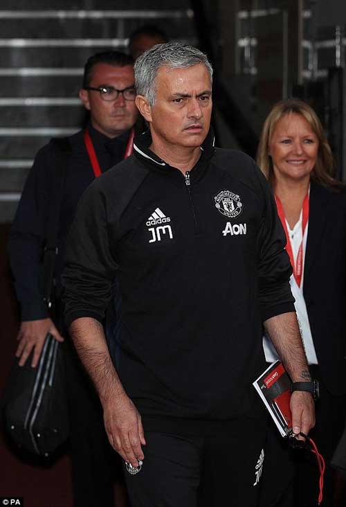 """Họp báo Mourinho - MU: """"Muốn được như Sir Alex"""" - 6"""