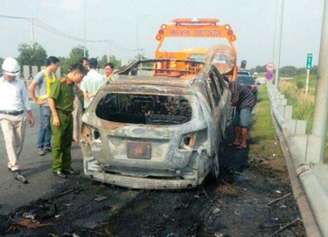 Ô tô bốc cháy dữ dội trên cao tốc TP.HCM – Long Thành – Dầu Giây - 3