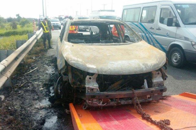 Ô tô bốc cháy dữ dội trên cao tốc TP.HCM – Long Thành – Dầu Giây - 2