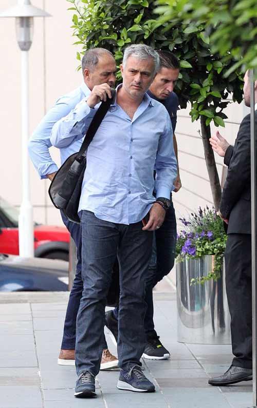 """Họp báo Mourinho - MU: """"Muốn được như Sir Alex"""" - 7"""