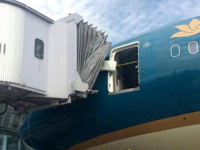 Xác định người làm hỏng cửa siêu máy bay Boeing 787-9 - 1