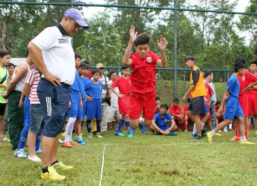 Bình Dương săn tài năng bóng đá trẻ - 1
