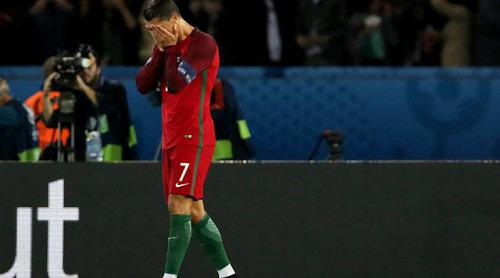 Ronaldo mới ghi 2 bàn ở Euro: Thiếu đối tác, mất tự tin - 1