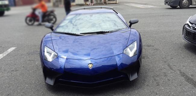 Về muộn, Lamborghini Aventador LP750-4 SV chịu mức thuế cao - 1