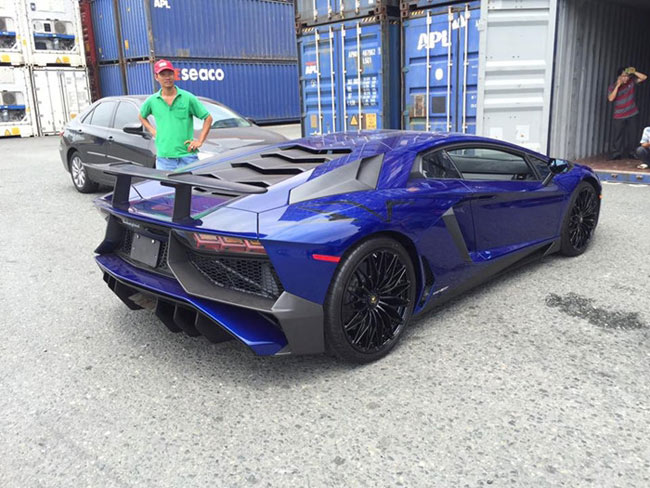 Về muộn, Lamborghini Aventador LP750-4 SV chịu mức thuế cao - 2
