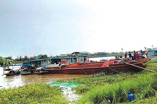 Quặn lòng gia đình 4 người tử vong trong vụ chìm tàu - 1