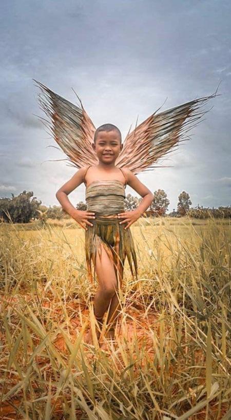 Cậu bé Thái Lan nổi tiếng vì tài tự chế thời trang độc - 2