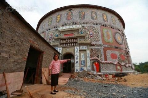 Ngắm cung điện gốm sứ gần 17 tỷ của cụ bà 86 tuổi - 1