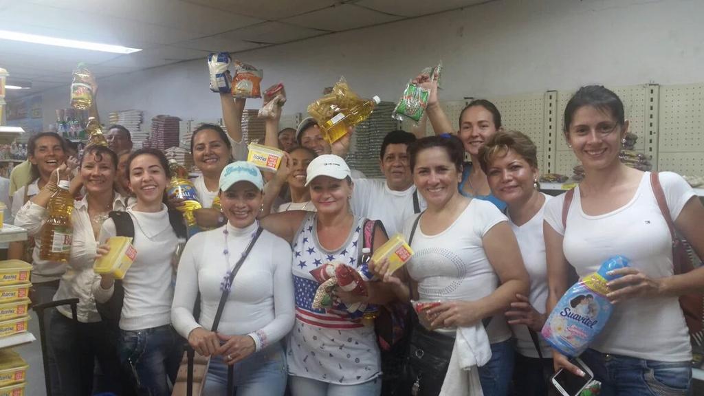 500 chị em Venezuela vượt biên mua đồ ăn, giấy toilet - 1
