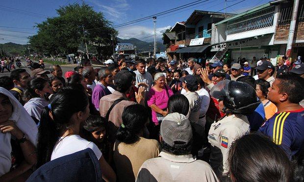 500 chị em Venezuela vượt biên mua đồ ăn, giấy toilet - 4