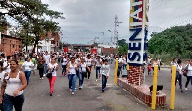 500 chị em Venezuela vượt biên mua đồ ăn, giấy toilet - 2