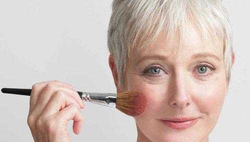 7 lưu ý giúp phụ nữ trung niên đẹp rạng ngời - 4