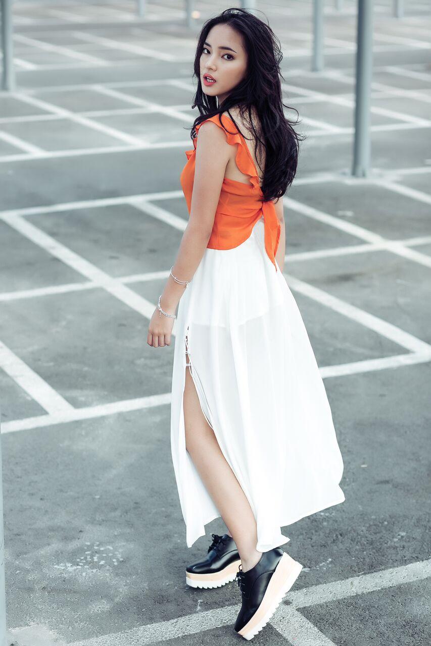 Hot girl cá tính Châu Bùi ngạc nhiên dịu dàng xuống phố có thời trang xuân hè 2017