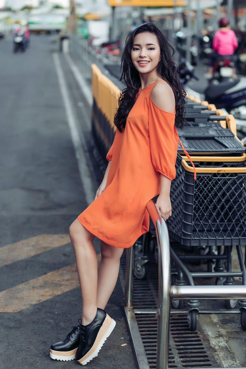 Hot girl cá tính Châu Bùi bất ngờ dịu dàng xuống phố - 7