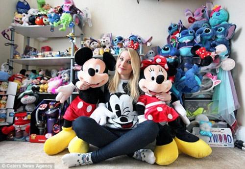 """""""Cuồng"""" Disney, cô nàng xinh đẹp """"ôm nợ"""" 650 triệu đồng - 1"""