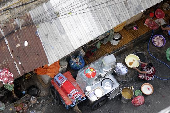Cận cảnh chờ sập ở chung cư Cô Giang - 9