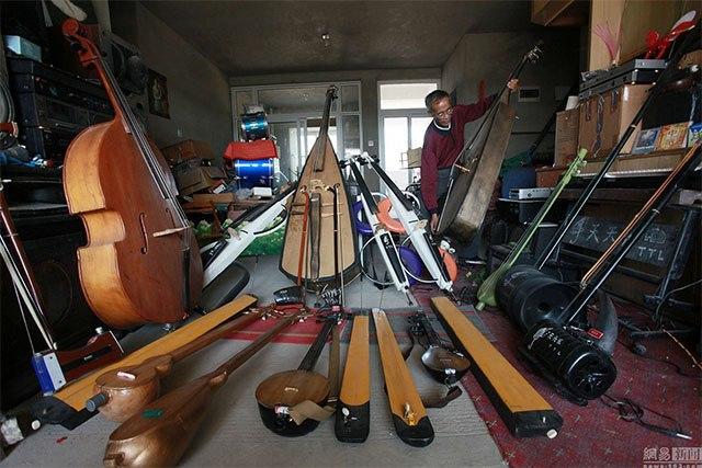 Cụ ông Trung Quốc chế 1.200 nhạc cụ từ rác thải - 1