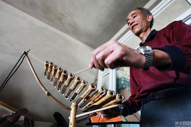 Cụ ông Trung Quốc chế 1.200 nhạc cụ từ rác thải - 5