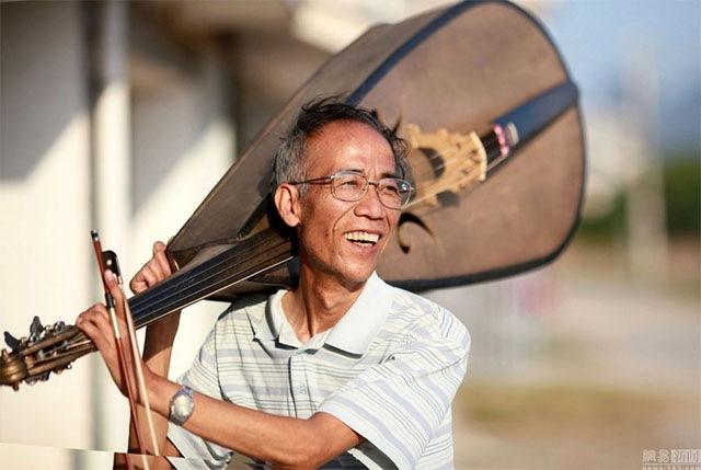 Cụ ông Trung Quốc chế 1.200 nhạc cụ từ rác thải - 3