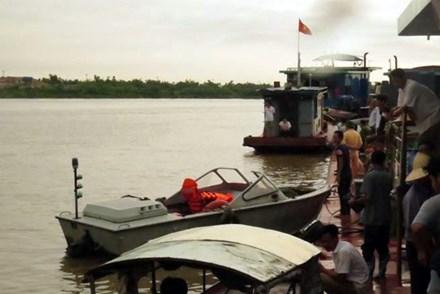 Chìm tàu trên sông Hồng: Tìm thấy nạn nhân cuối cùng - 1