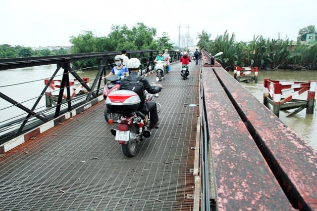 """Cận cảnh cây cầu mỗi lần qua phải """"nín thở"""" ở Sài Gòn - 4"""