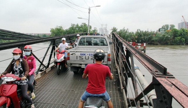 """Cận cảnh cây cầu mỗi lần qua phải """"nín thở"""" ở Sài Gòn - 10"""