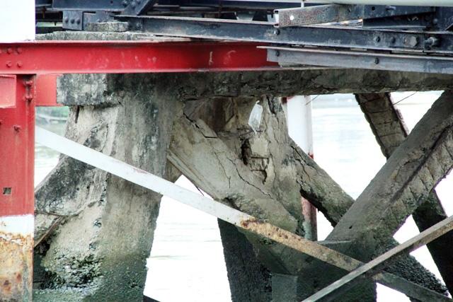 """Cận cảnh cây cầu mỗi lần qua phải """"nín thở"""" ở Sài Gòn - 7"""