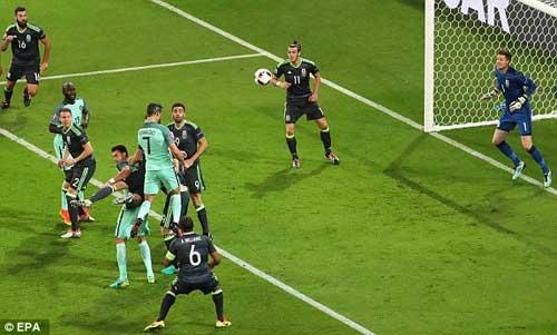 """Tóc mới của Ronaldo bị """"ném đá"""" thậm tệ - 11"""