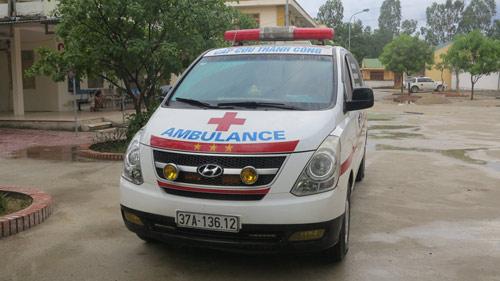 Gặp tài xế xe cứu thương bị bảo vệ bệnh viện chặn xe - 2