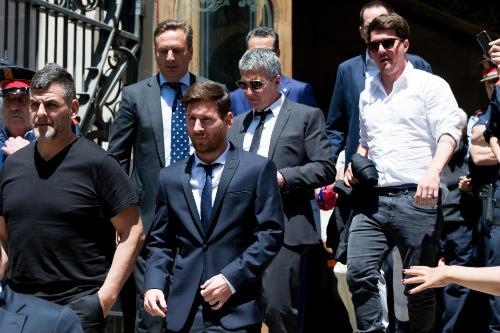 Sốc: Chelsea muốn chi 100 triệu bảng mua Messi - 1