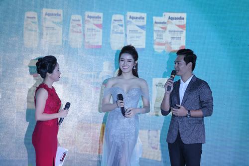 Huyền My - Phan Anh rạng rỡ trong buổi ra mắt bộ dược mỹ phẩm OCEANIC - 5