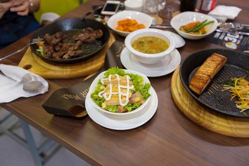 Tự sáng tạo thực đơn cho riêng mình tại Sizzlin' Steak - 4