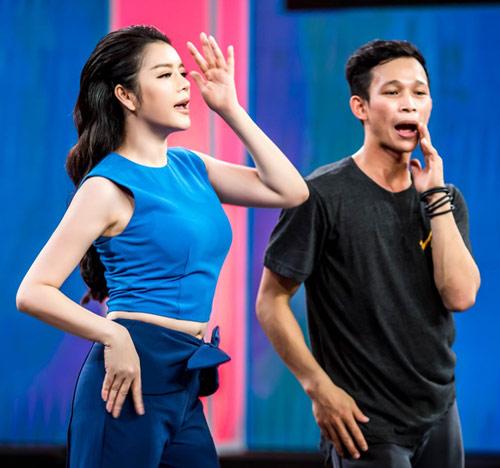 Lý Nhã Kỳ bất ngờ khoe vũ đạo trên truyền hình - 4