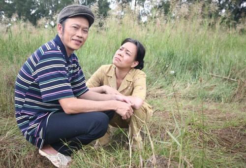 """Việt Hương: """"Đóng vợ chồng với Hoài Linh rất áp lực"""" - 1"""