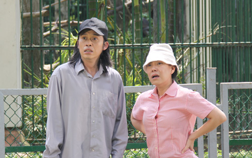"""Việt Hương: """"Đóng vợ chồng với Hoài Linh rất áp lực"""" - 2"""