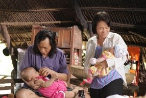 """Việt Hương: """"Đóng vợ chồng với Hoài Linh rất áp lực"""" - 3"""
