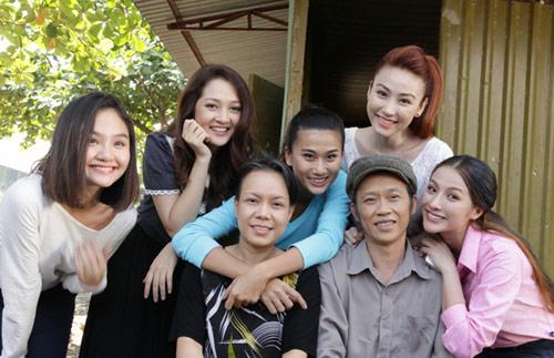 """Việt Hương: """"Đóng vợ chồng với Hoài Linh rất áp lực"""" - 4"""
