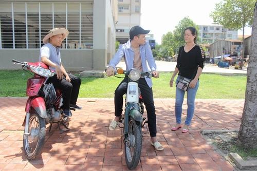 Khắc Việt làm công nhân bốc gạch, xe ôm trong MV mới - 9