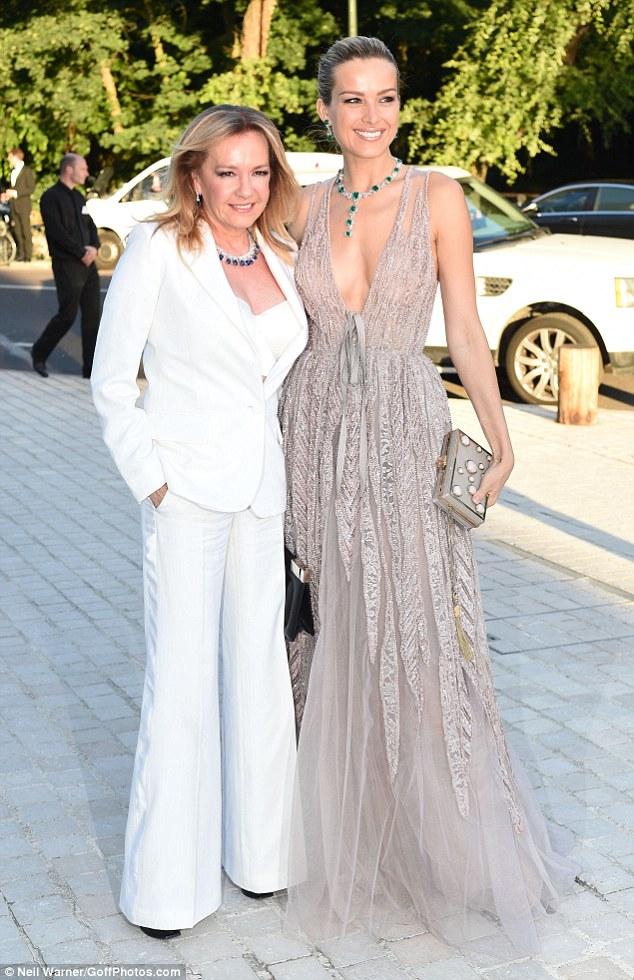 Hot girl Hollywood gây chú ý với váy xuyên thấu nội y - 15