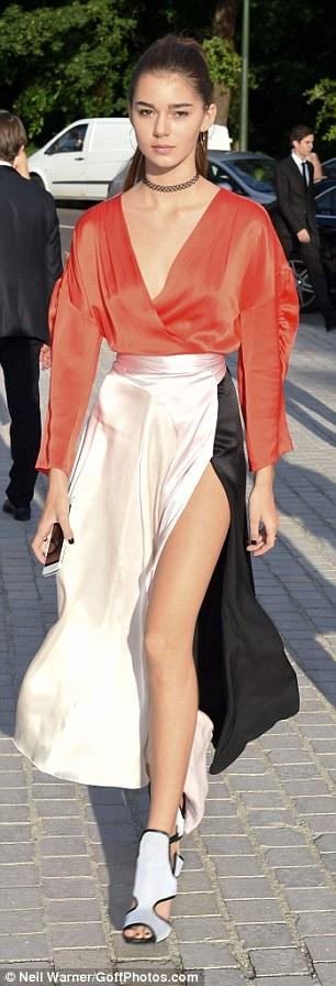 Hot girl Hollywood gây chú ý với váy xuyên thấu nội y - 17