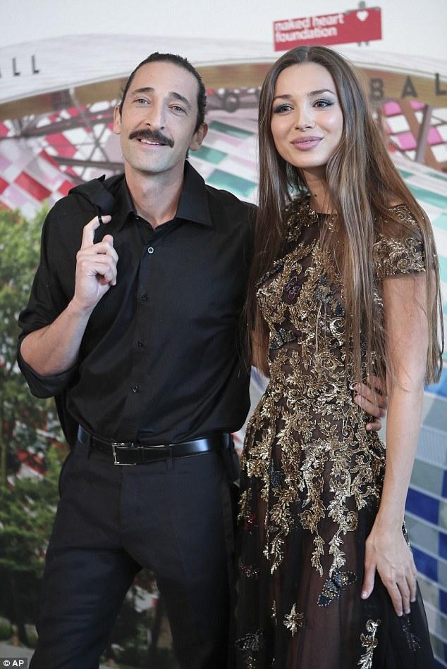 Hot girl Hollywood gây chú ý với váy xuyên thấu nội y - 19