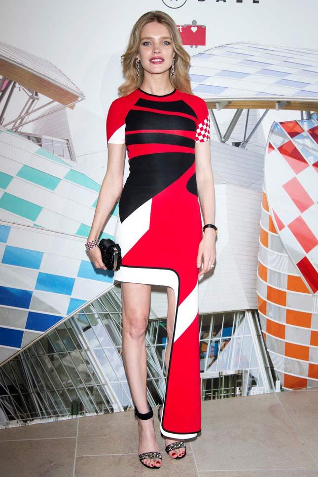 Hot girl Hollywood gây chú ý với váy xuyên thấu nội y - 16