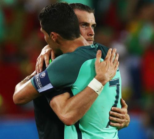 Ronaldo tiết lộ lời tâm sự khi ôm Bale - 1