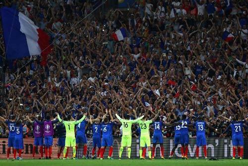 Pháp nhái kiểu ăn mừng Viking của Iceland - 1