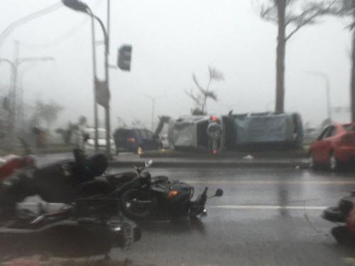 Siêu bão càn quét bờ biển Đài Loan, hướng sang TQ - 4