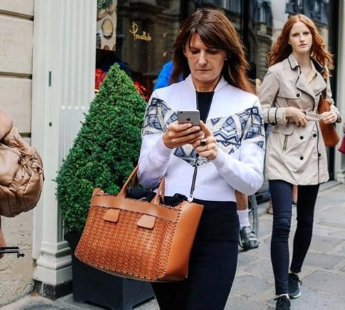 Áo khoác - Vật bất ly thân của tín đồ ở Paris Fashion Week - 10